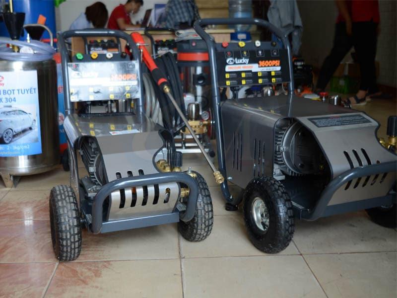 Máy rửa xe ô tô 4Kw 2600PSI áp lực cao Lucky điện 220V già tốt nhất